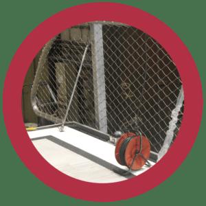 Verwerking van RVS staalkabelnetten in hekwerken rondom helikopterdekken