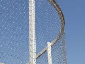 Verwerking van RVS staalkabelnetten in stalen kooiconstructie