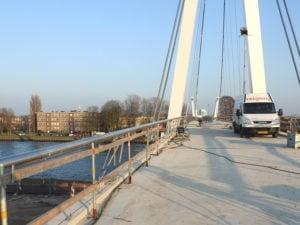 Start montagewerkzaamheden RVS staalkabelnetten Dafne Schippersbrug