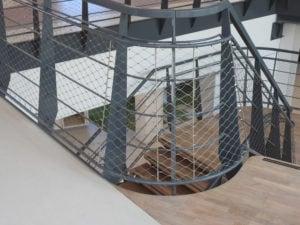 Rondingen in RVS staalkabelnetten trappenstelsel Hoofdkantoor Alliander