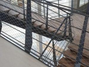 Afbeelding horizontale mazen met draaddikte 1,5 mm trappen Hoofdkantoor Alliander