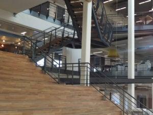 RVS staalkabelnetten verwerkt in trappenstelsel Hoofdkantoor Alliander