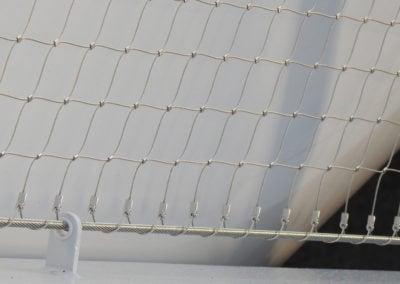 Afbeelding bovenste randkabel weggewerkt in de bovenleuning