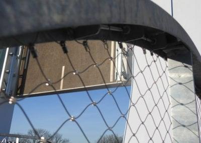 Rondingen in RVS staalkabelnet Maximabrug