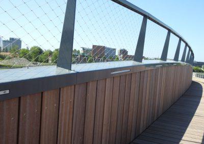 Brug over de Rotterdamse Baan naar pretpark Drievliet